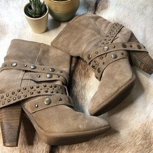 Franco Fortini Cole studded suede ankle bootie 8.